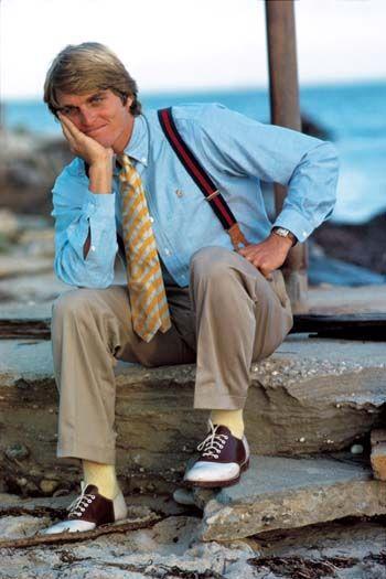Dress shirt, Shirt, Slipper, Collar, Sitting, Sandal, Turquoise, Foot, Flip-flops, Tie,