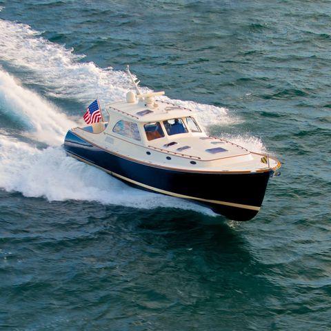 Watercraft, Water resources, Water, Liquid, Boat, Speedboat, Fluid, Naval architecture, Sea, Wave,