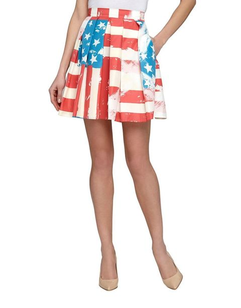 Clothing, Human leg, Shoulder, Textile, Joint, White, Dress, One-piece garment, Style, Pattern,