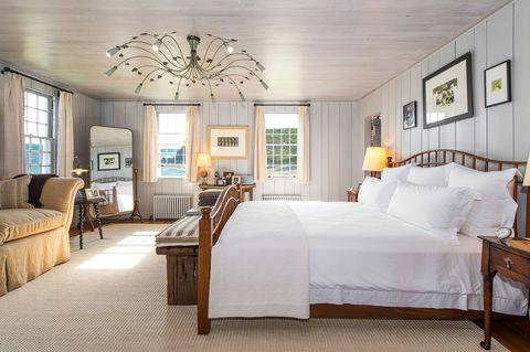 Wood, Room, Interior design, Lighting, Bed, Floor, Property, Furniture, Textile, Wall,
