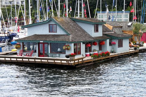 Water, Waterway, House, Watercraft, Channel, Cottage, Boathouse, Boat, Water transportation, Harbor,