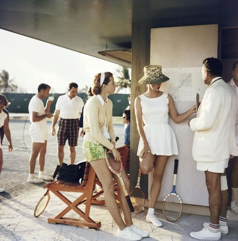 Leg, Human body, Fashion, Conversation, Waist, Fashion design, Foot, Ankle, Sun hat, Sandal,