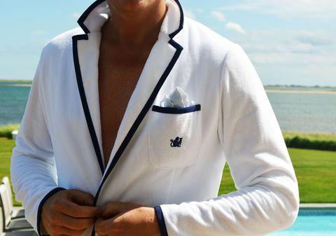 Sleeve, Collar, Elbow, Uniform, Fencing, Contact sport, Bracelet, Sweatshirt, Cuff,