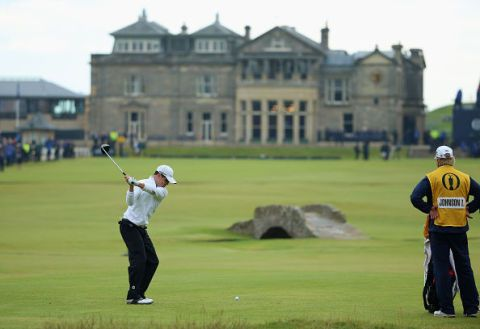 Human, Sport venue, Grass, Sports equipment, Window, Recreation, Standing, Ball game, Golf course, Golf club,