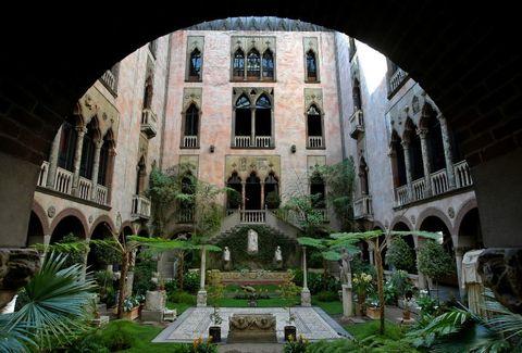 Plant, Arch, Garden, Arcade, Courtyard, Hacienda, Medieval architecture, Landscaping, Yard, Arecales,