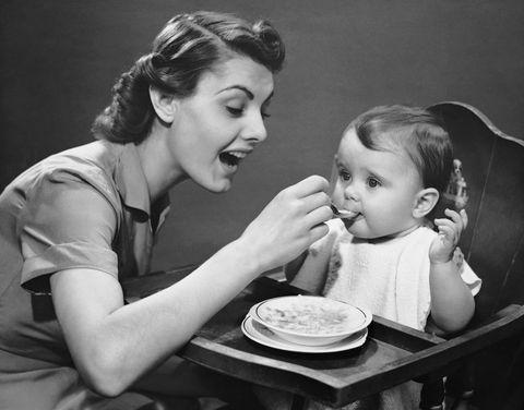 Hair, Dishware, Plate, Child, Style, Sharing, Food craving, Serveware, Comfort, Toddler,