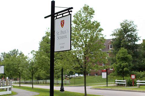 Public space, Tree, Signage, Park, Pole, Bench, Sidewalk, Sign, Thoroughfare, Outdoor bench,