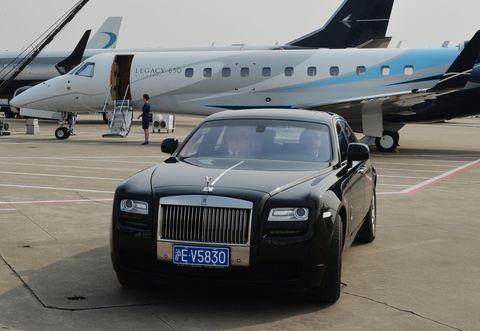 Tire, Wheel, Mode of transport, Airplane, Transport, Vehicle, Automotive tire, Aircraft, Vehicle registration plate, Automotive design,