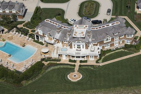 Property, Landscape, Aerial photography, Residential area, Land lot, Urban design, Swimming pool, Estate, Mansion, Suburb,