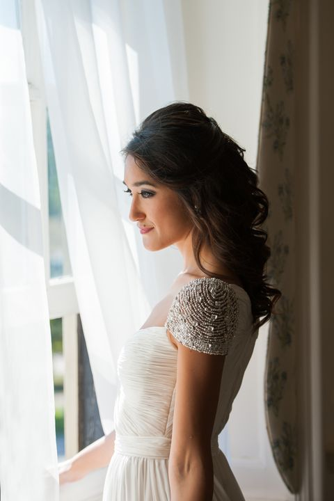 Hairstyle, Shoulder, Textile, Dress, Elbow, Bridal clothing, Waist, Beauty, Gown, Wedding dress,