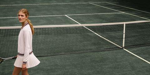 Grass, Daytime, Sport venue, Tennis court, Line, Collar, Uniform, Tennis, Knee, Racquet sport,