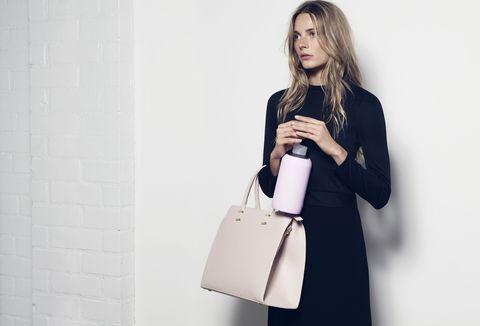 Sleeve, Shoulder, Bag, Style, Fashion accessory, Street fashion, Luggage and bags, Beauty, Fashion, Blazer,