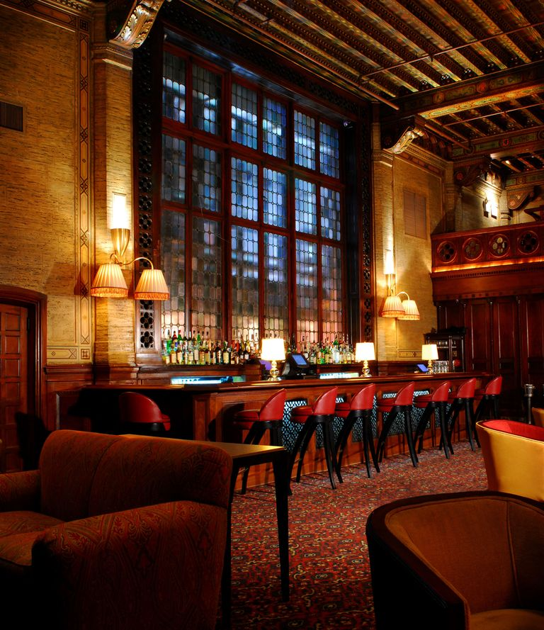 The Elegant Bar in Grand Central Where You Can Sip Spirits with Ghosts