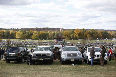 Vehicle, Land vehicle, Car, Automotive exterior, Full-size car, Luxury vehicle, Bumper, Vehicle registration plate, Automotive parking light, Parking,