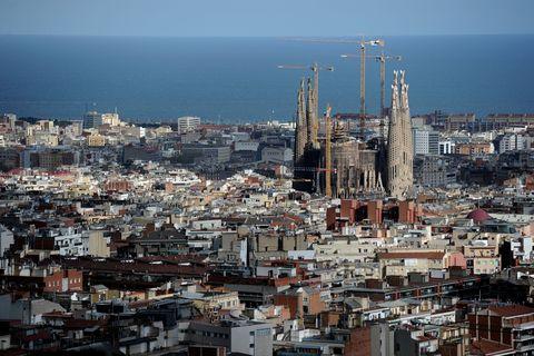 City, Urban area, Metropolitan area, Neighbourhood, Town, Cityscape, Residential area, Roof, Metropolis, Landmark,