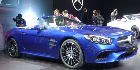 Tire, Wheel, Automotive design, Mode of transport, Vehicle, Automotive lighting, Car, Headlamp, Performance car, Automotive wheel system,