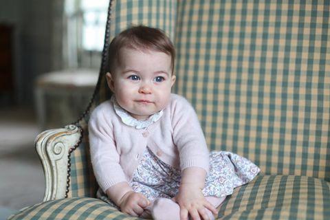Sitting, Child, Baby & toddler clothing, Comfort, Plaid, Toddler, Pattern, Linens, Baby, Tartan,
