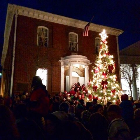 This Is How Nantucket Gets Dressed Up For The Holidays