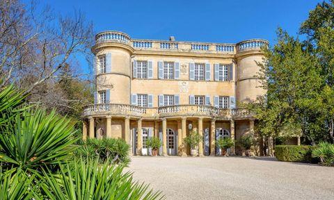 Plant, Property, Building, Real estate, Facade, Mansion, Manor house, Villa, Estate, Door,