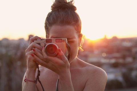 Finger, Photographer, Single-lens reflex camera, Skin, Digital camera, Lens, Photograph, Point-and-shoot camera, Camera, Cameras & optics,