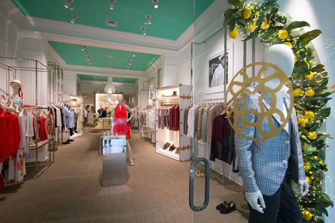 Interior design, Ceiling, Retail, Light fixture, Clothes hanger, Interior design, Boutique, Outlet store, Decoration, Hall,