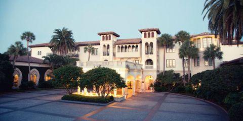 Tree, Real estate, Arecales, Villa, Hacienda, Palm tree, Official residence, Driveway, Mansion, Estate,