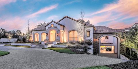 Cloud, Real estate, Facade, House, Garden, Home, Arch, Landscaping, Yard, Lawn,
