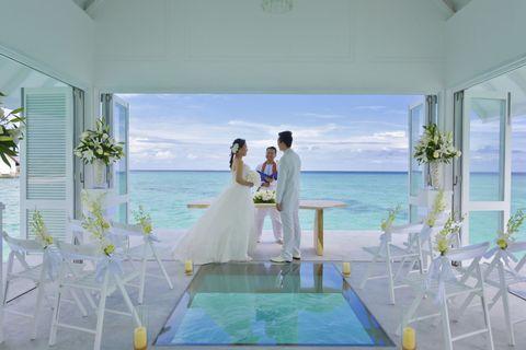 Clothing, Blue, Dress, Event, Trousers, Coat, Photograph, Suit, Bridal clothing, Aqua,
