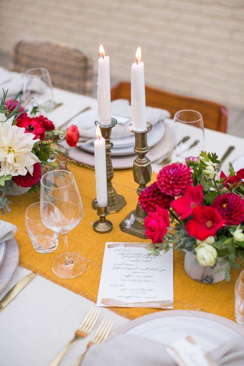 Tablecloth, Petal, Bouquet, Dishware, Flower, Centrepiece, Glass, Table, Linens, Stemware,