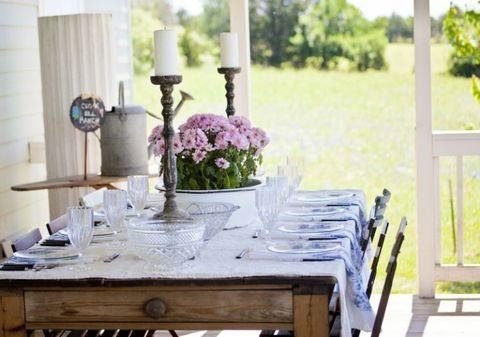 Tablecloth, Table, Furniture, Room, Centrepiece, Linens, Lavender, Purple, Bouquet, Interior design,