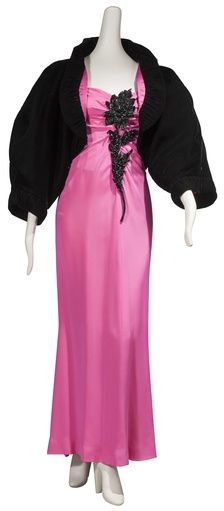 Sleeve, Shoulder, Magenta, Textile, Standing, Purple, Dress, Formal wear, Pink, Violet,