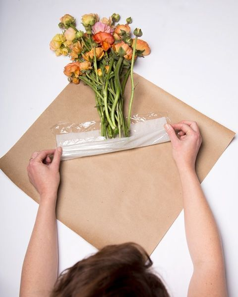 Petal, Flower, Bouquet, Cut flowers, Flowering plant, Wrist, Peach, Flower Arranging, Hybrid tea rose, Floristry,