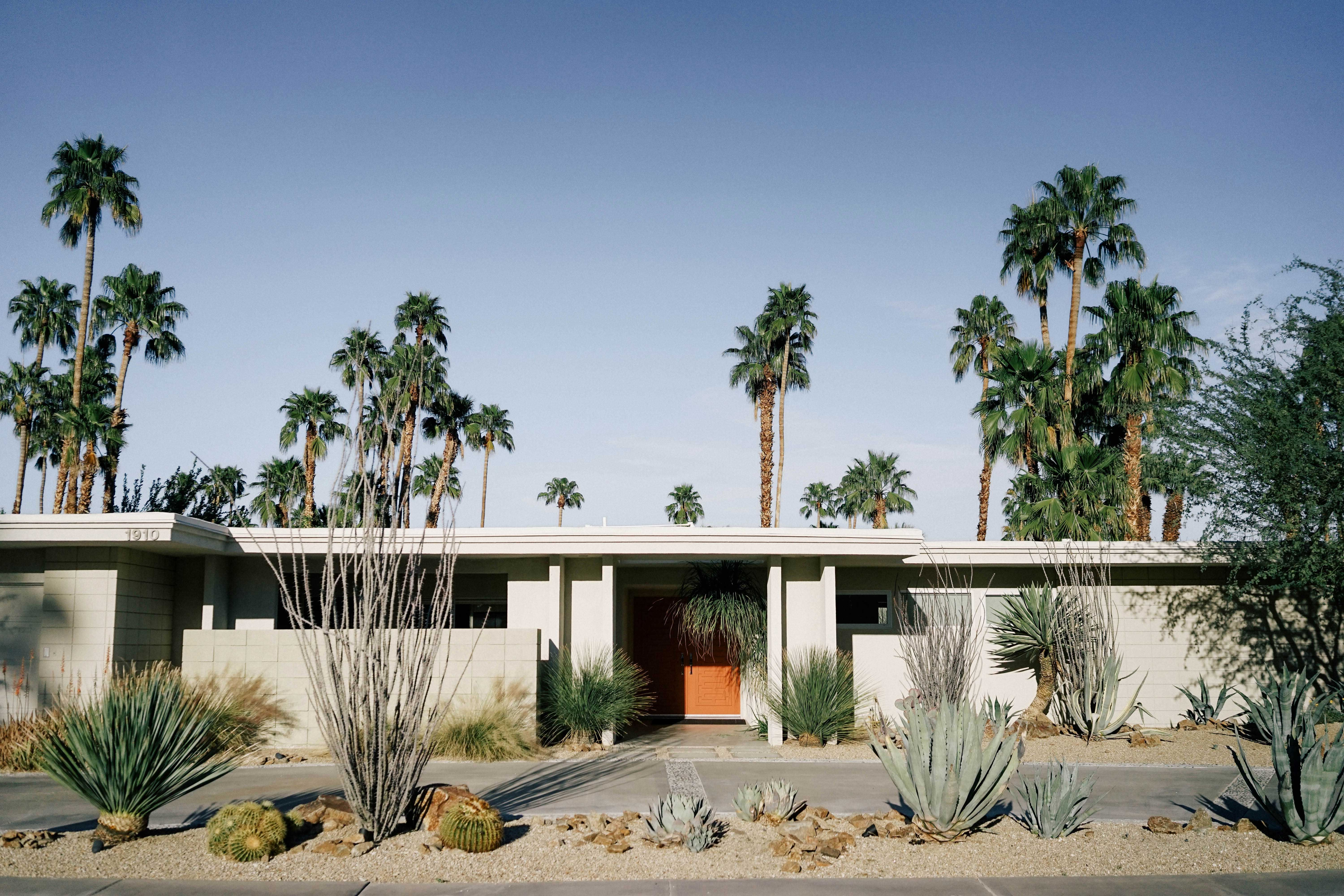 This Palm Springs Event Opens The Estates Of Liberace And Frank Sinatra