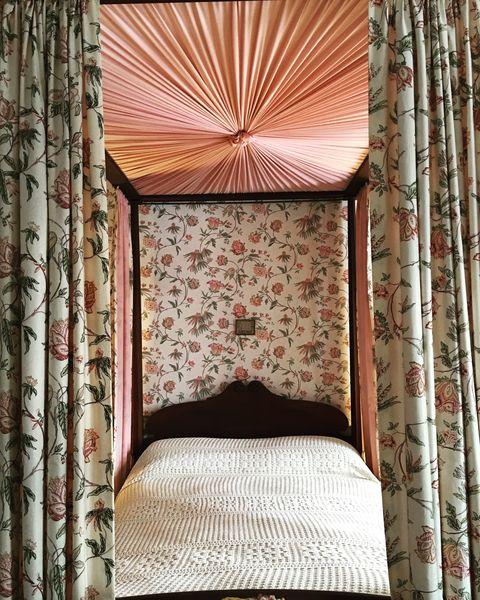 Interior design, Textile, Bed, Linens, Bedding, Bedroom, Bed frame, Wallpaper, Bed sheet, Peach,