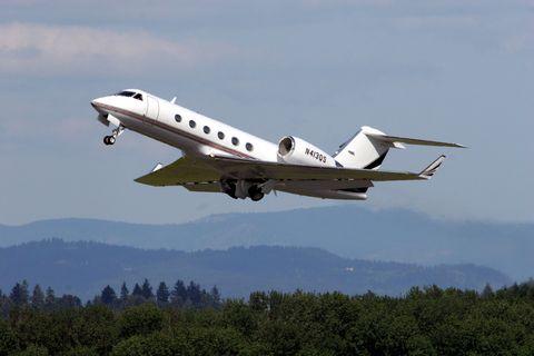 Airplane, Sky, Aircraft, Aircraft engine, Flight, Aviation, Aerospace engineering, Ecoregion, Business jet, Flap,