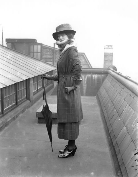 <p>The great-grandmother of the midi skirt makes its appearance in 1918, with the must- have accessory of the season: the pointy black umbrella. </p>