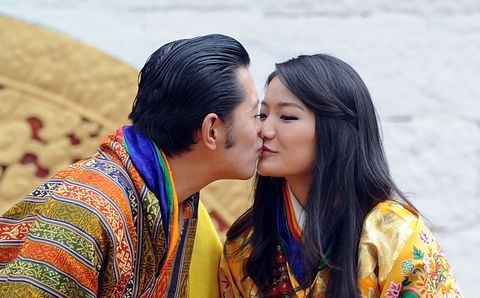 Kiss, Happy, People in nature, Romance, Interaction, Love, Honeymoon, Sharing, Black hair, Gesture,