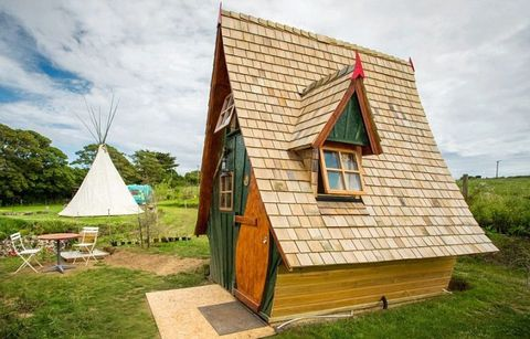 Grass, Wood, Land lot, House, Rural area, Hut, Roof, Grassland, Cottage, Door,