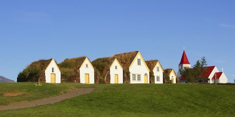 Grass, Property, House, Facade, Land lot, Real estate, Roof, Home, Plain, Rural area,