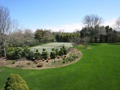 Natural landscape, Grass, Garden, Property, Lawn, Tree, Land lot, Botany, Landscaping, Estate,
