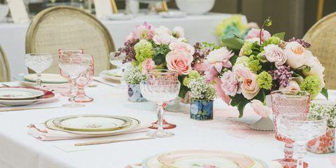 Tablecloth, Serveware, Dishware, Bouquet, Centrepiece, Petal, Flower, Linens, Pink, Stemware,