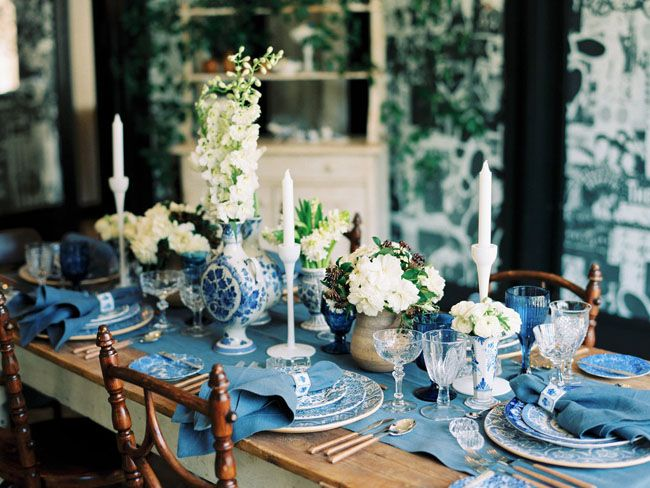 """<p>Traditional Delft pottery, paired with abundant white blooms, feels both fresh and utterly timeless.</p><p>Via <a href=""""http://greenweddingshoes.com/the-love-splendor-workshop-part-1/"""" target=""""_blank"""">Green Wedding Shoes</a></p>"""