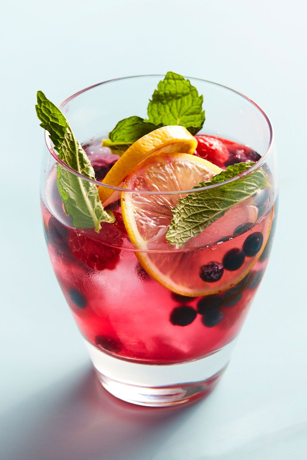 <p><strong>Ingredients:</strong></p><p>2 parts Absolut Vodka</p><p>1 parts Lemonade</p><p>1 part watermelon juice</p><p>Frozen blueberries and strawberries, lemon wheels, mint sprigs</p><p><strong>Directions:</strong></p><p>Combine all ingredients over large chunks of ice. Decorate with the above garnishes.</p>