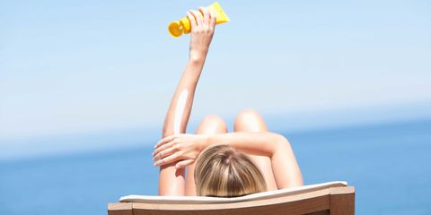 Hairstyle, Liquid, Summer, People in nature, Elbow, Back, Sunlight, Vacation, Blond, Brown hair,