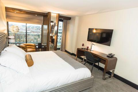 Lighting, Room, Interior design, Bed, Property, Textile, Wall, Floor, Bedding, Bedroom,