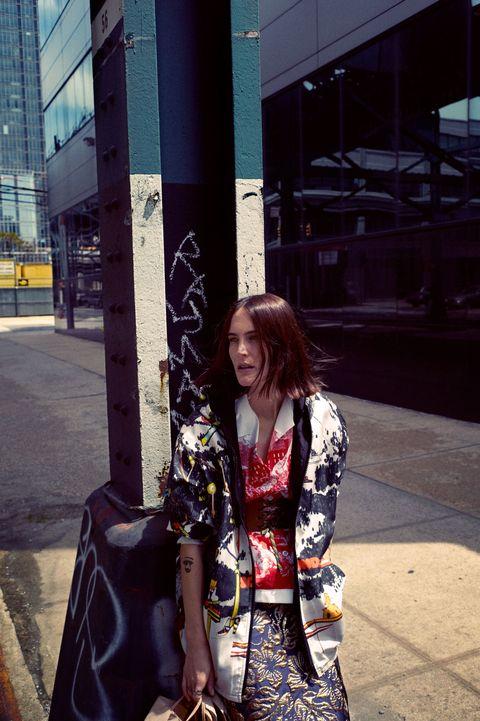 Street fashion, Bag, Luggage and bags, Costume, Kimono, Shoulder bag, Handbag, Fashion design, Costume design, Pattern,