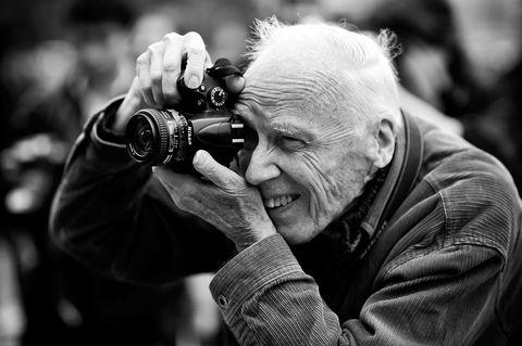 Single-lens reflex camera, Photographer, Mirrorless interchangeable-lens camera, Lens, Digital camera, Camera, Point-and-shoot camera, Hand, Digital SLR, Photograph,