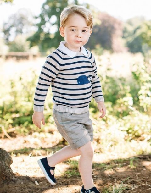 Leg, Shoe, People in nature, Child, T-shirt, Shorts, Baby & toddler clothing, Knee, Toddler, Sneakers,
