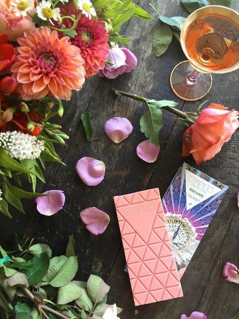 Petal, Flower, Leaf, Pink, Drink, Flowering plant, Floristry, Flower Arranging, Floral design, Peach,