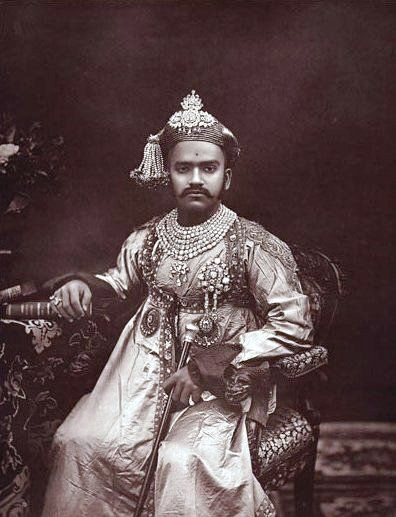<p><strong><strong>Claim to Fame: </strong></strong>He was the Maharaja of India's Baroda State.</p><p><strong></strong></p><p><strong>Signature Style:</strong> Diamond necklaces made by Cartier, jeweled turbans, and embroidered jackets.  <strong></strong></p><p><strong></strong><strong>Why We Love Him:</strong> He helped modernize Baroda, and owned the 262-carat Star of the South diamond. </p>